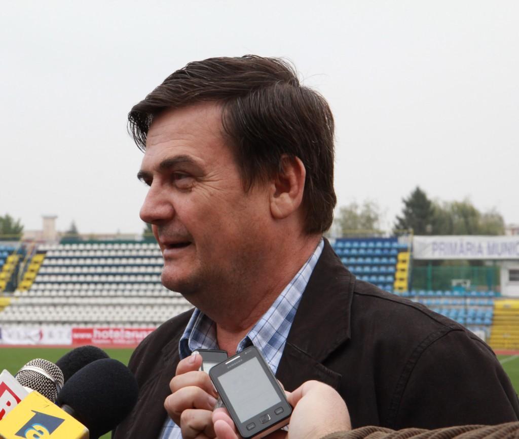 Datorită prostiei lui Ion Călinoiu,Pandurii riscă excluderea clubului din toatecompetiţiile