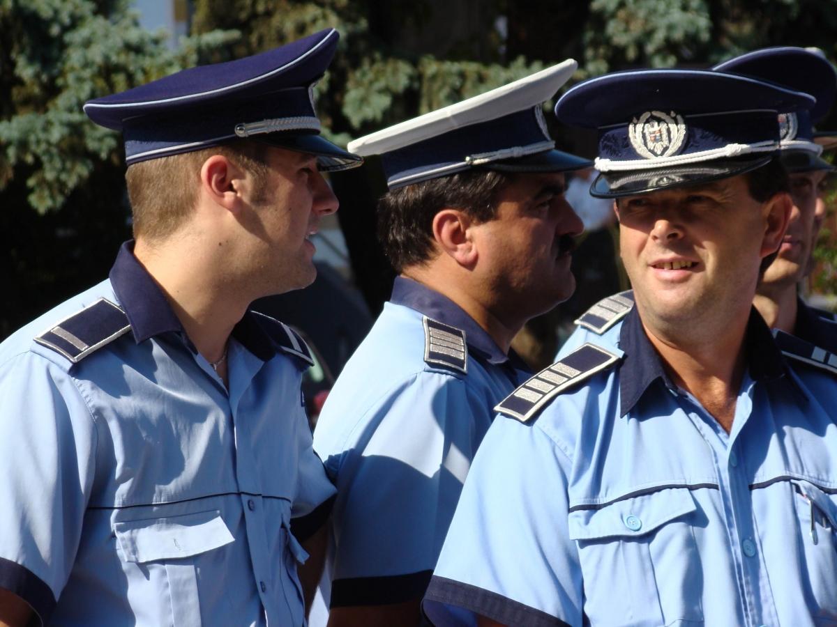 Recomandări ale polițiștilor pentru un Crăciunliniștit
