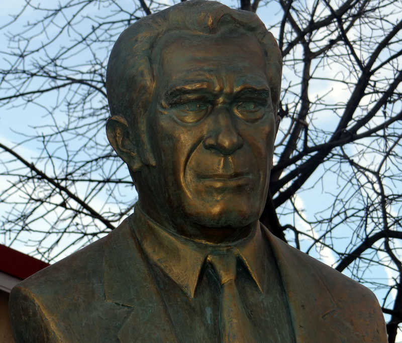 Florin Cârciumaru obligat să dărâme statuia lui SergiuNicolaescu