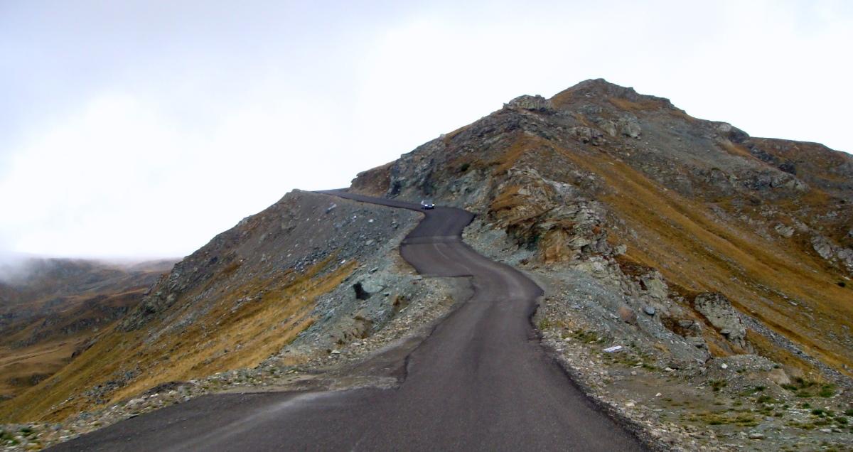 Transalpina, o şosea pomenită cu pâine, colivă şilumânări